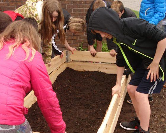 Semer les graines d'une saine alimentation à l'école alternative de la rue Regina